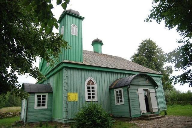 Kruszyniany słyną z tatarskiej tradycji. W centralnym miejscu wsi jest słynny meczet. To właśnie nieco ponad kilometr stąd mają powstać kurze fermy. Ludzie się jednak buntują.