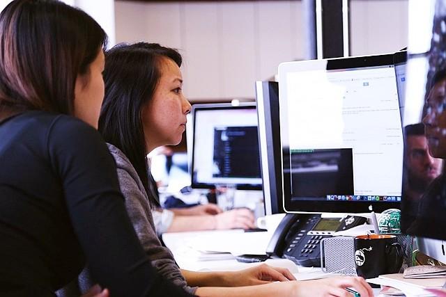W woj. śląskim aż roi się od ofert pracy z bardzo dobrym wynagrodzeniem. Poszukiwani są m.in. kierowcy, dekarze, inżynierowie czy dyrektorzy marketingu. Przejrzeliśmy najlepiej płatne oferty pracy.,Zobacz kolejny slajd >>>