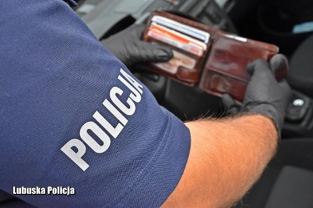 Policjanci odkryli w porzuconym przez złodzieja aucie dokumenty 23-latka - mieszkańca gminy Strzelce Krajeńskie