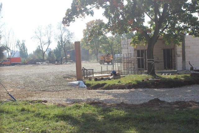 Trwa budowa rolkowiska w Bytomiu. Nowy obiekt ma być gotowy jeszcze przed końcem roku. Zobacz zdjęcia >>>