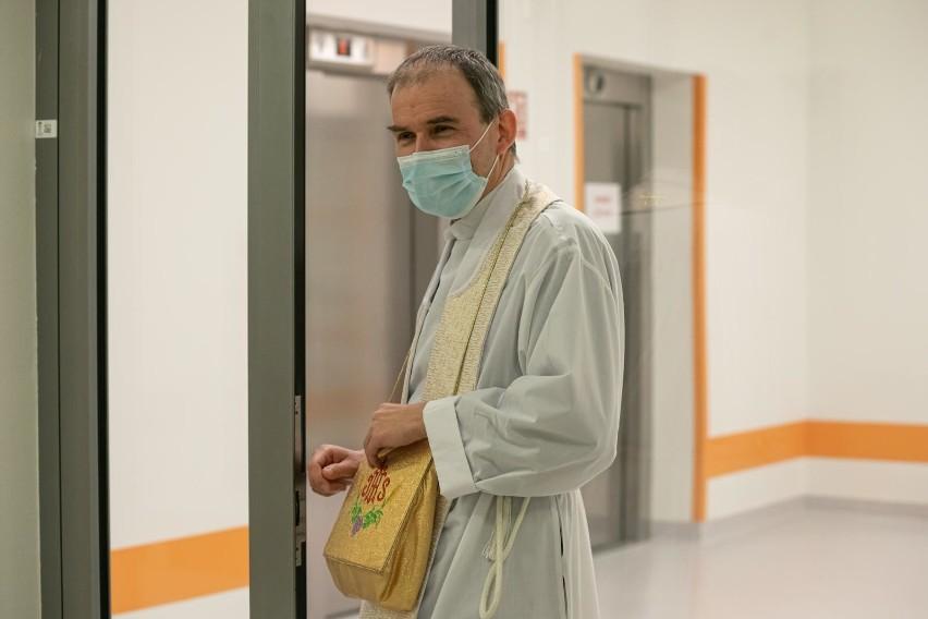 Zarobki księży w szpitalu. Tyle zarabia kapelan szpitalny!...