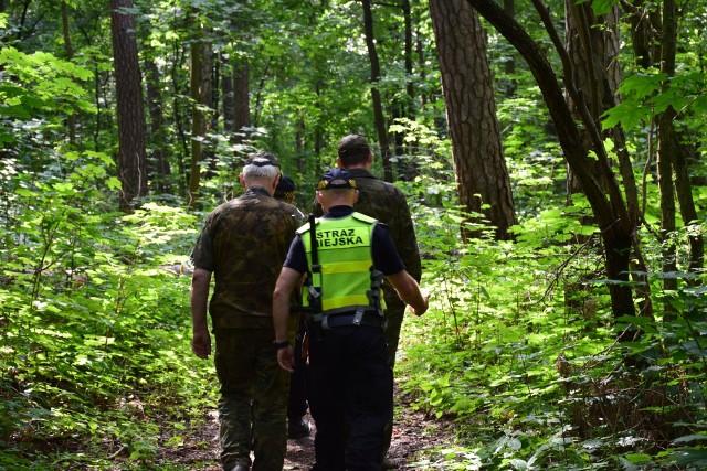 Ruszyła akcja Czysty las. To już kolejne, wspólne działania funkcjonariuszy Straży Miejskiej w Białymstoku i Straży Leśnej Nadleśnictwa Dojlidy.