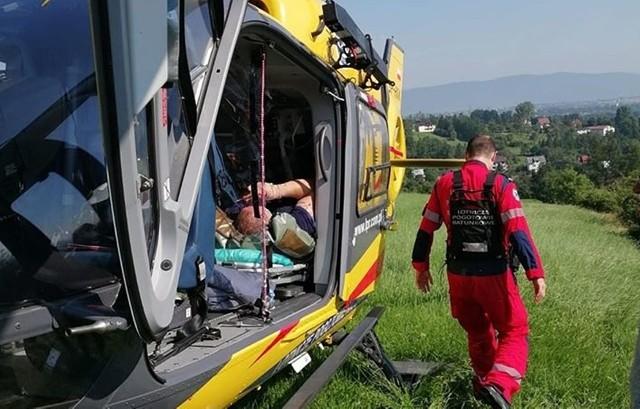Paralotniarz spadł z wysokości na Matysce. Do szpitala zabrał go śmigłowiec LPRZobacz kolejne zdjęcia. Przesuwaj zdjęcia w prawo - naciśnij strzałkę lub przycisk NASTĘPNE
