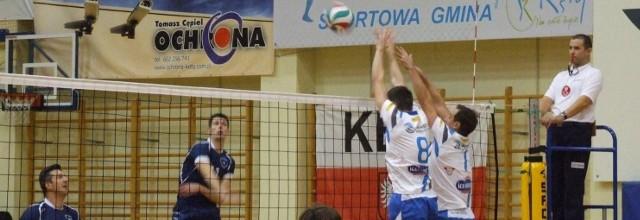W pierwszym meczu Kęczanin (białe koszulki) pokonał we własnej hali szczecinian 3:2.