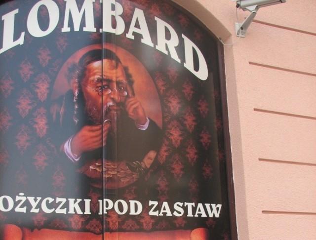 Wizerunek Żyda liczącego pieniądze pojawił się w witrynie lombardu w Słubicach.