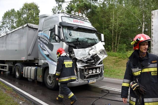 W poniedziałek przed godziną 16, na drodze krajowej nr 19 doszło do zderzenia aż siedmiu pojazdów: pięciu samochodów osobowych i dwóch tirów. To trzeci karambol w lipcu, który miał miejsce w tym samym miejscu