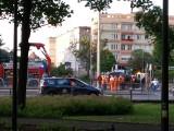 Kolizja dwóch aut na ul. Grunwaldzkiej w Gdańsku przy przystanku Klonowa 2.07. Samochód wjechał na torowisko i uderzył w słup