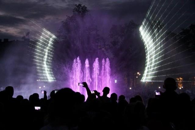 """10 seansów, 20 prezentacji – to to plany """"występów"""" mutimedialnej fontanny na pl. Litewskim w ciągu najbliższych pięciu tygodni"""