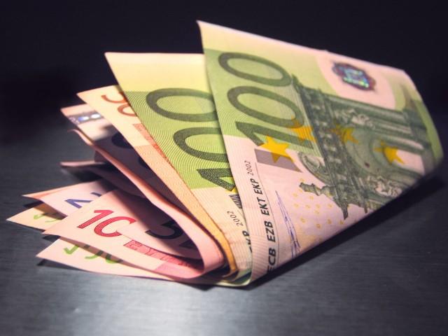 Kredyt hipoteczny w euroKolejne banki na polskim rynku ograniczają dostępność kredytów w euro.