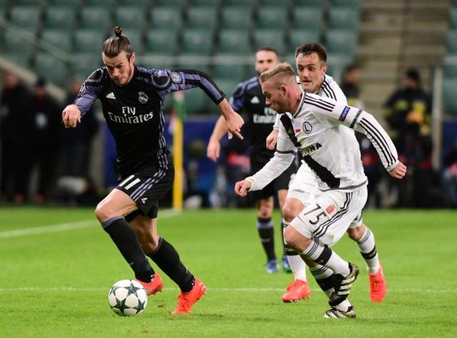 Garetha Bale (z lewej) cztery razy wygrał Ligę Mistrzów z Realem Madryt