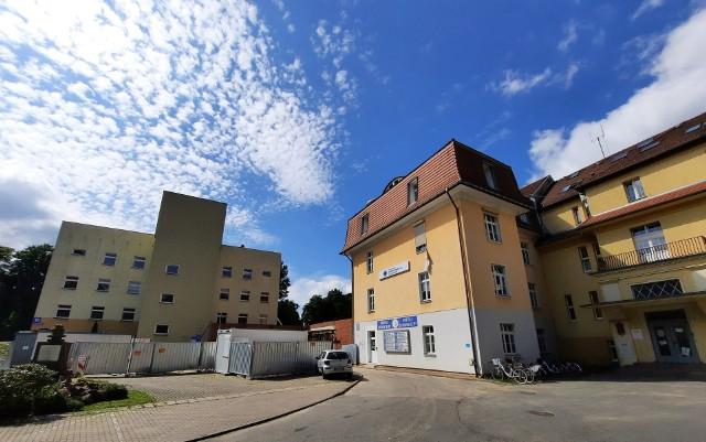 W szpitalu powiatowym w Kluczborku trwa budowa łącznika między budynkami szpitalnymi.