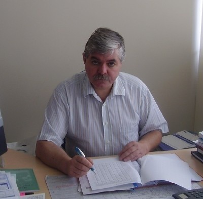 Piotr Grabani, dyrektor łomżyńskiego biura NOT-u, pracuje nad projektem ankiet diagnozujących potrzeby PKS-u