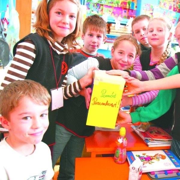 Uczniowie ze szkoły podstawowej w Sochoniach wiedzą co jest w życiu najważniejsze. Bezinteresowna pomoc.