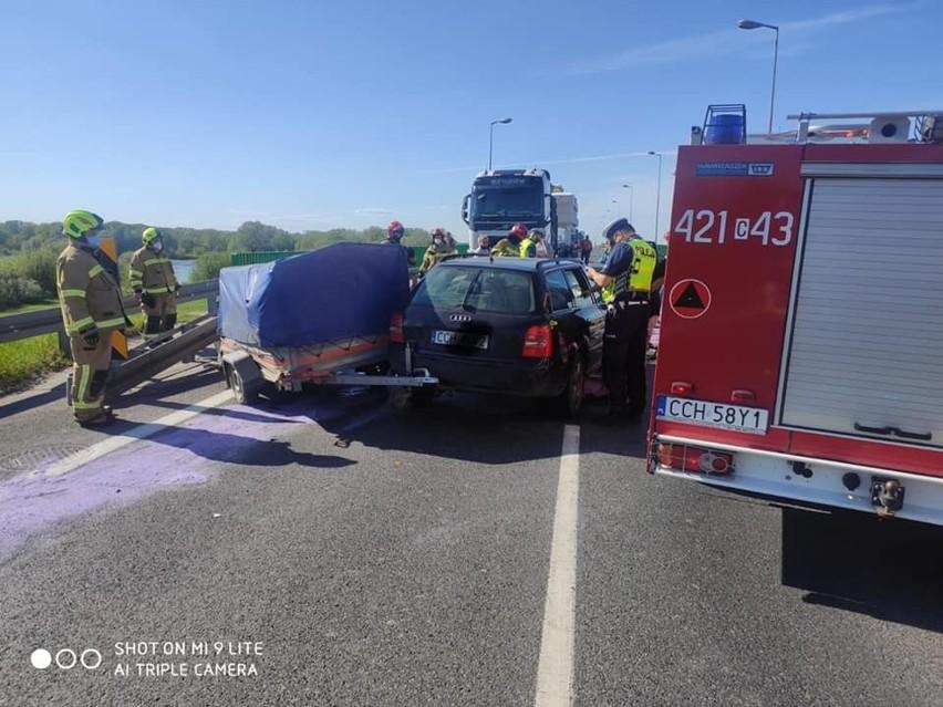 1,5 godziny trwała akcja ratunkowa po kolizji na moście...