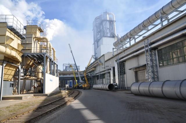 Szczecinek. O pozwoleniach dla Kronospanu zadecyduje sądW lutym minister utrzymał w mocy swoją decyzję z listopada zeszłego roku unieważniającą część pozwoleń na emisję pyłów i gazów przez fabrykę.