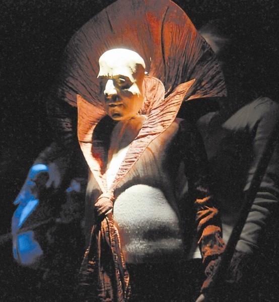 """""""Burza"""" Williama Szekspira w intepretacji Aleksandra Maksymiaka na scenie Opolskiego Teatru Lalki i Aktora dziś (30 listopada)  o 17.00."""