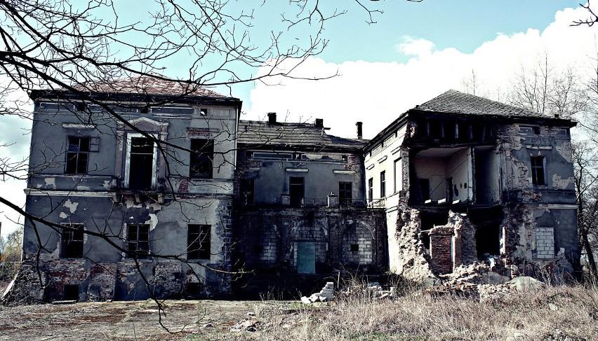 Pałac z około 1700 r. o cechach barokowych. W XIX w. należał...
