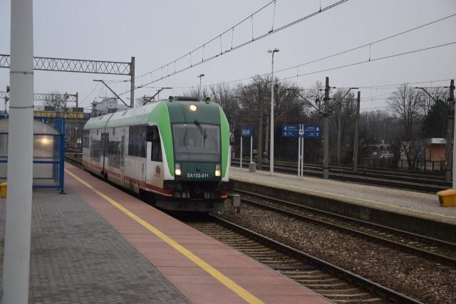 Białystok jest w tej chwili największym miastem w Polsce nie  próbującym nawet w żaden sposób włączyć kolei do obsługi transportowej miasta - twierdzą działacze Inicjatywy dla Białegostoku. Ich zdaniem pora to zmienić