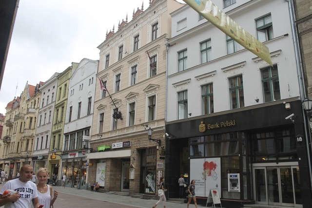Feyerabend mieszkał w kamienicy przy Szerokiej 18, gdzie w 1902 roku złożyła mu wizytę policja