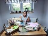Anna Zięba tworzy dzieła od serca. Rękodzieło to jej wielka pasja. Ostatnio robi szmaciane ziarnuszki i motanki
