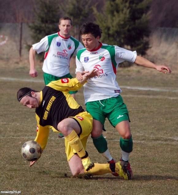W ligowych pojedynkach Kolbuszowianki (zielono-białe stroje) ze Strumykiem pada zwykle mało bramek, w sparingu było całkiem inaczej, kibice ogladali aż 10 bramek!