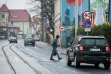 Zmiany w przepisach ruchu drogowego. Pierwszeństwo dla pieszych i zakaz używania telefonu na przejściu. Rząd opracował projekt 2.12.2020