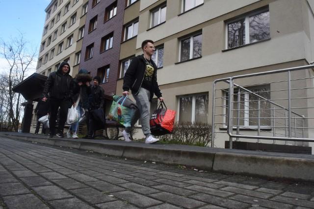 Studenci wrócili do domów w marcu i większość z nich na razie nie pojawi się na uczelniach