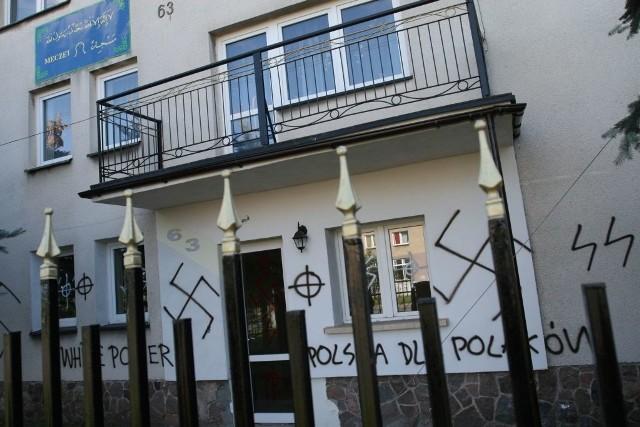 Białostoccy rasiści nie oszczędzili domu modlitw lokalnej społeczności muzułmańskiej