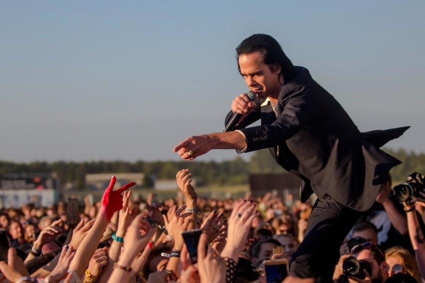 Nick Cave podczas koncertu na Open'er Festivalu w 2018 roku