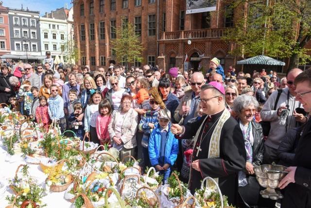 Niezależnie od pogody na tak tłumne święcenie pokarmów nie mamy co liczyć