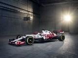 Nowy bolid zespołu Alfa Romeo Racing ORLEN zaprezentowany w Warszawie. Tak wygląda pojazd Roberta Kubicy