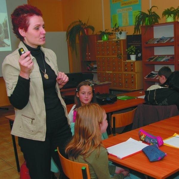 Warsztaty z młodzieżą prowadzi Małgorzata Sikorska, specjalista do spraw komunikacji. Na zajęcia zapraszani są dziennikarze z regionalnych redakcji
