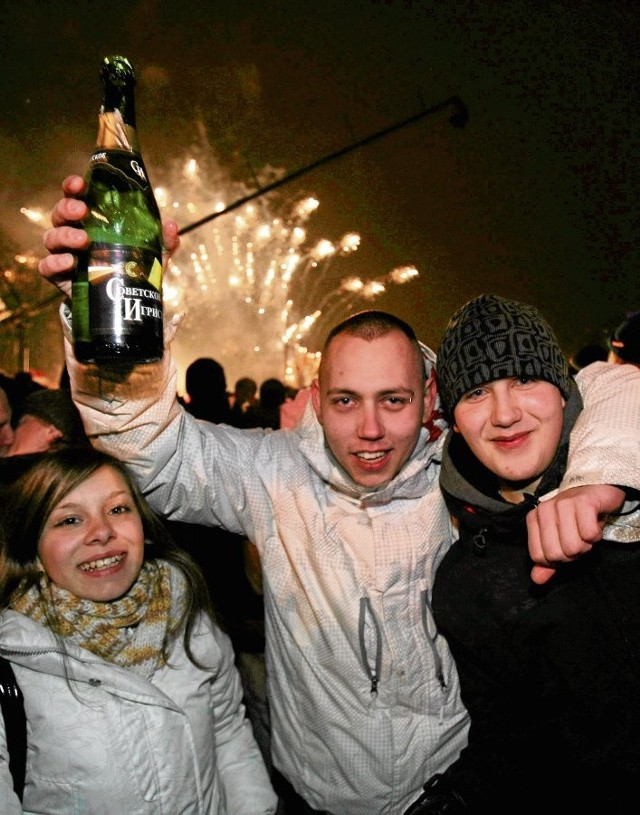 Należy pamiętać, aby nie puszczać fajerwerków pod wpływem alkoholu. Grozi to nieszczęściem
