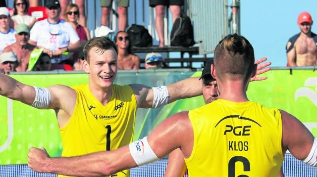 Bartosz Filipiak i Karol Kłos często okazywali radość na piasku w Gdańsku