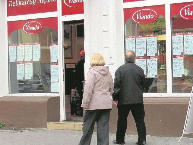 Viando oferuje swoje wyroby także w sieci sklepów firmowych, wyróżniających się charakterystycznym logo