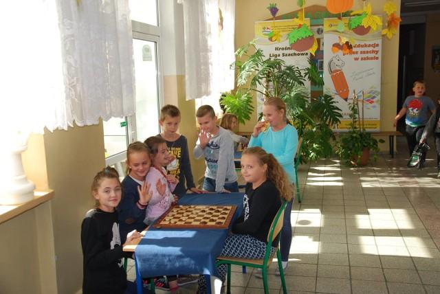Gra w szachy jako przedmiot w szkole? Gmina Krosno wprowadziła oficjalne lekcje jako pierwsza w województwie.