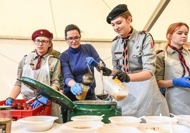 Gdańskie śniadanie wielkanocne dla ubogich i bezdomnych na Targu Węglowym 20.04.2019