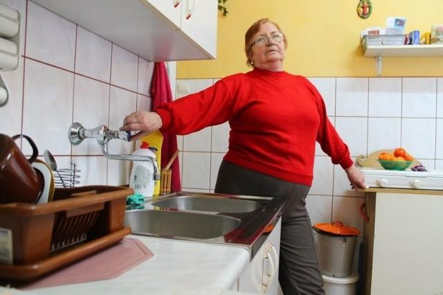 - Bez bieżącej wody nie mogę normalnie gotować obiadów, zmywać i się kąpać - mówi Dorota Mikosz.
