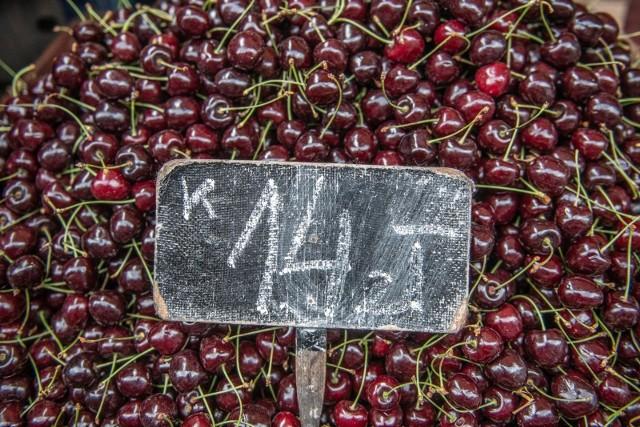 Jakie są ceny warzyw i owoców? Dziennikarze Onetu sprawdzili je na bazarach w największych miastach Polski.