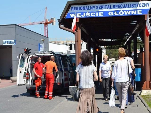 Gdy na karetkę, która jest w akcji,  trzeba poczekać, ludzie sami wiozą chorego z Wąbrzęźna lub innych miejscowości do szpitala w Grudziądzu, by przyspieszyć pomoc