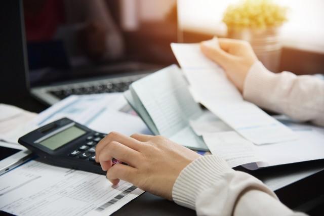 Chodzi tutaj o przepisy wprowadzone w ustawie z 31 marca, na okres 365 dni od uchwalenia ustawy, ograniczenia kosztów pozaodsetkowych kredytu konsumenckiego.