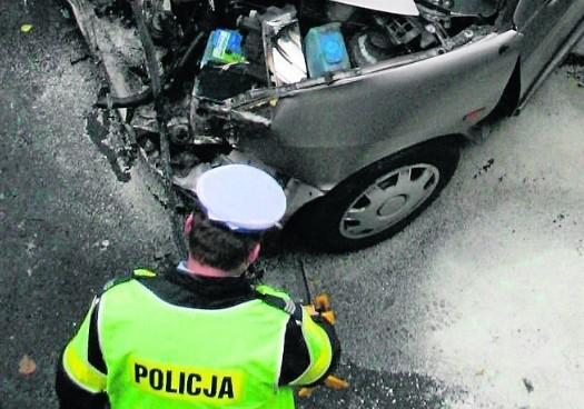 Byli policjanci z Komisariatu Autostradowego Policji w Gliwicach mają duże zastrzeżenia do pracy komendanta - nadkom. Roberta Tarapacza. Zarzucają mu mobbing