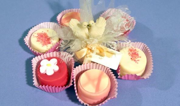 Słodycze dla gości to najpopularniejsza forma podziekowań za przybycie na wesele.