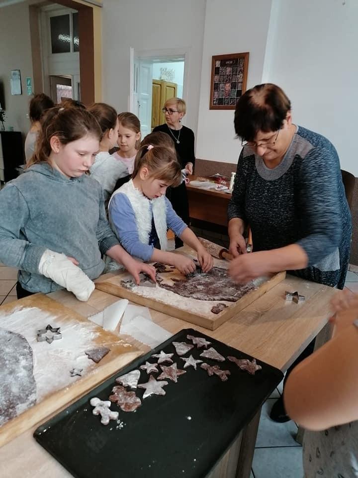 Warsztaty piernikowe w Gminnym Ośrodku Kultury w Tuchomiu