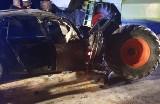 Tragedia w Wietrzychowicach. W wypadku samochodu z kombajnem zginęły dwie osoby