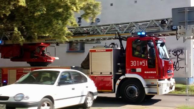 Lubelska straż pożarna otrzymała zgłoszenie o wydobywającym się dymie z jednego z mieszkań na parterze na ul. Dziewanny w Lublinie
