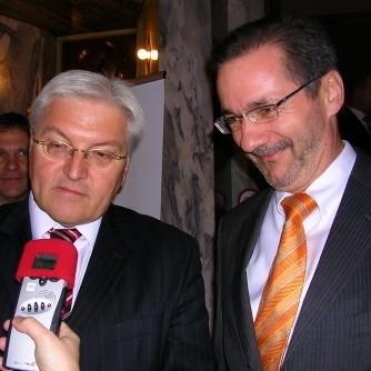 Minister spraw zagranicznych Frank-Walter Steinmeier i prezydent Brandeburgii Matthias Platzeck