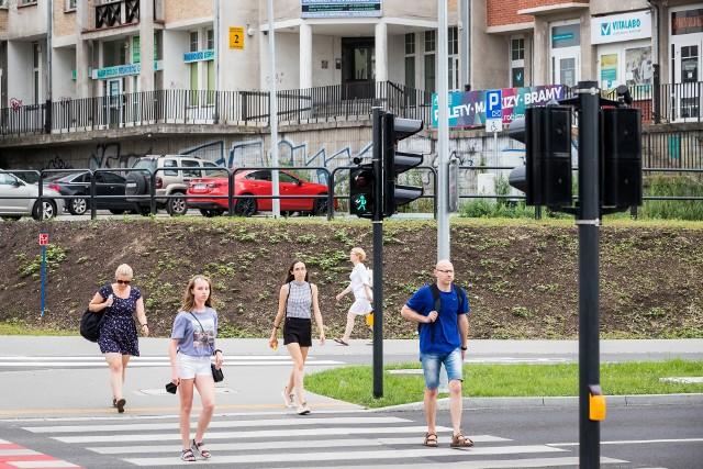 """O ile w dzień """"brzęczyki"""" przy sygnalizacji świetlnej na rondzie Kujawskim są jeszcze do zniesienia, to już w nocy stają na tyle dokuczliwe, że okoliczni mieszkańcy mogą zapomnieć o spokojnym śnie."""