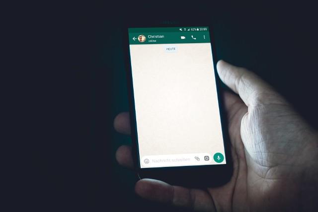 OLX ostrzega przed oszustami, którzy podszywają się pod portal i wyłudzają dane do karty i konta. Najczęściej do oszustwa dochodzi za pośrednictwem aplikacji Whatsapp lub SMS.