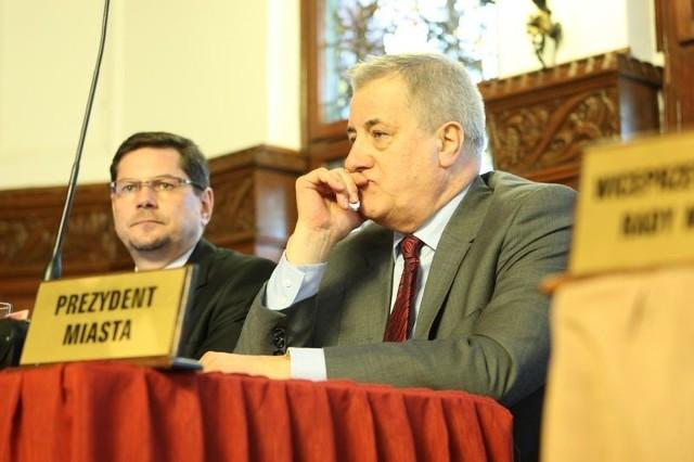W listopadzie i grudniu Maciej Kobyliński, prezydent Słupska, miał przekazać Gryfowi Słupsk wsparcie w wysokości po około 30 tys zł.